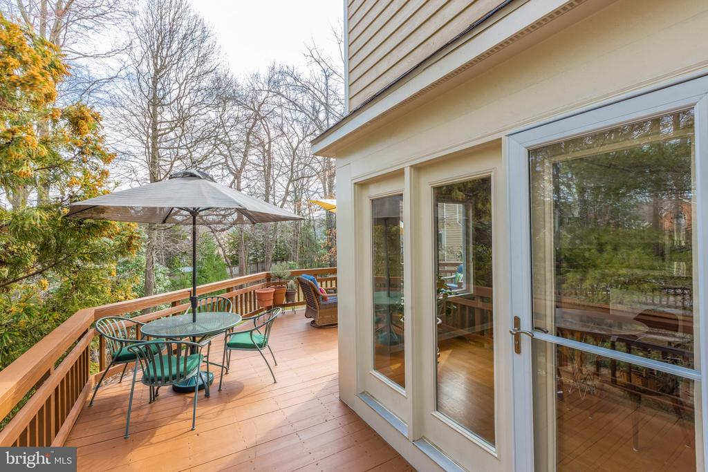 Door to deck leads from kitchen/eat-in area - 11205 PAVILION CLUB CT, RESTON