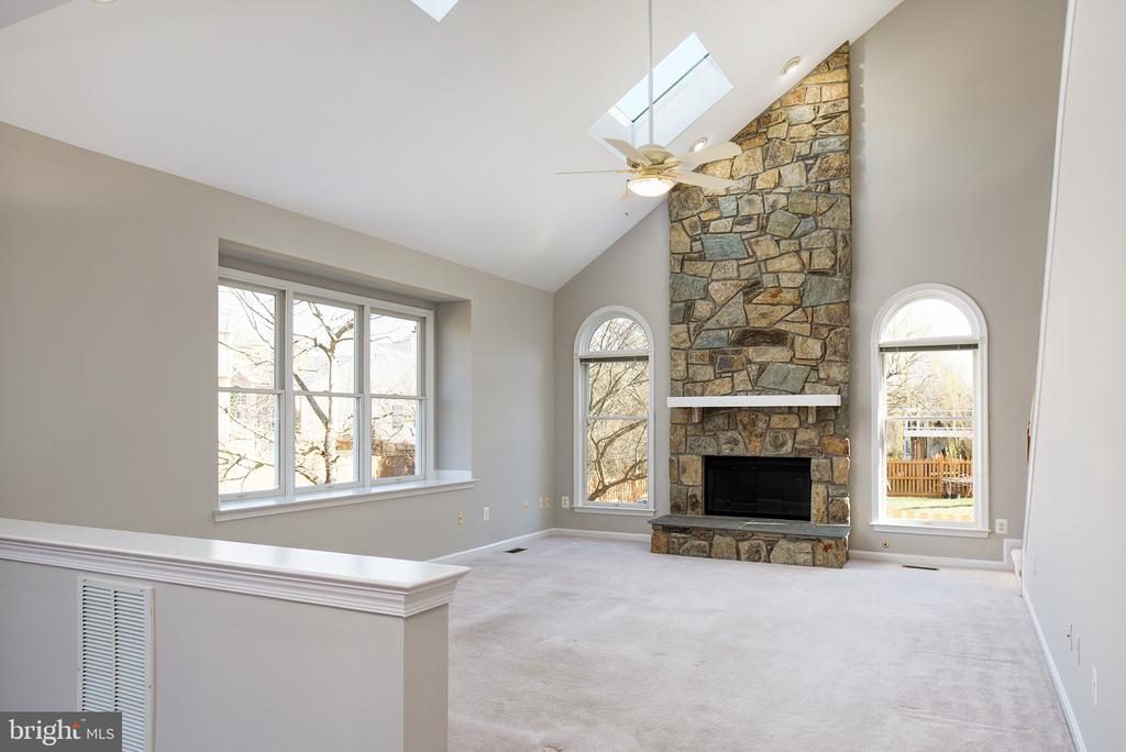 Floor To Ceiling Stone Gas Fireplace & Skylights! - 43678 FROST CT, ASHBURN