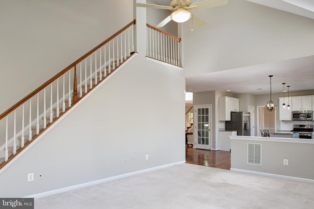 Dual Staircase - 43678 FROST CT, ASHBURN