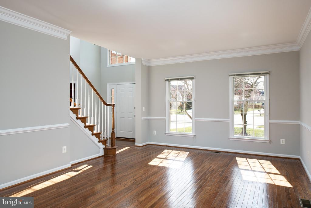 Light and Bright - 43678 FROST CT, ASHBURN