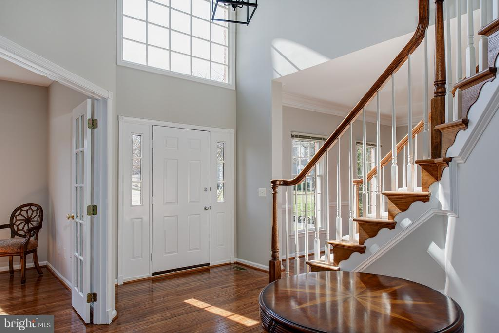Beautiful Entry - 43678 FROST CT, ASHBURN