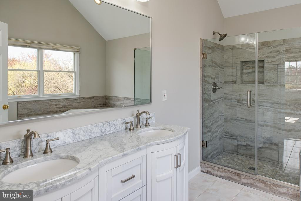 Newly Remodeled Master Bath - 43678 FROST CT, ASHBURN