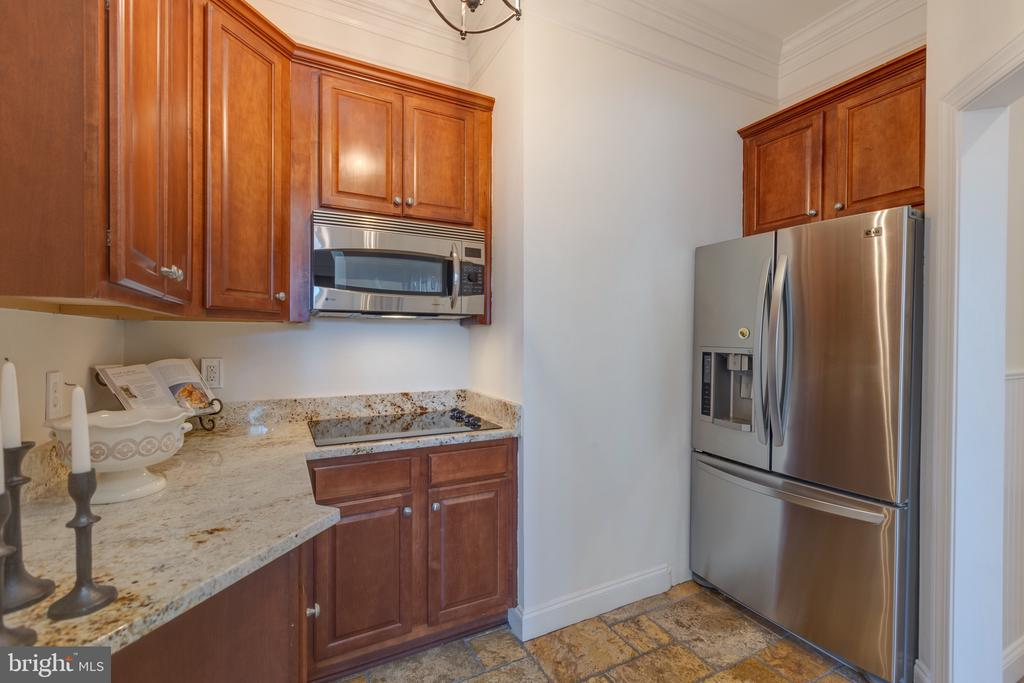 Catering Kitchen w/Full Size Stainless Appliances - 16357 LIMESTONE CT, LEESBURG