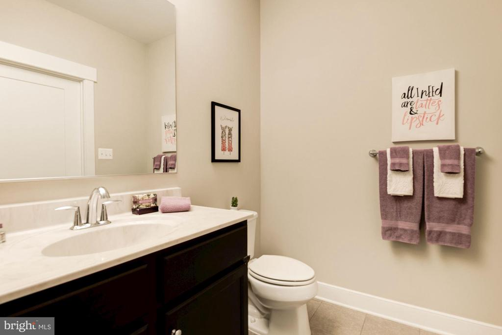 Guest suite bathroom - 42388 SOAVE DR, BRAMBLETON