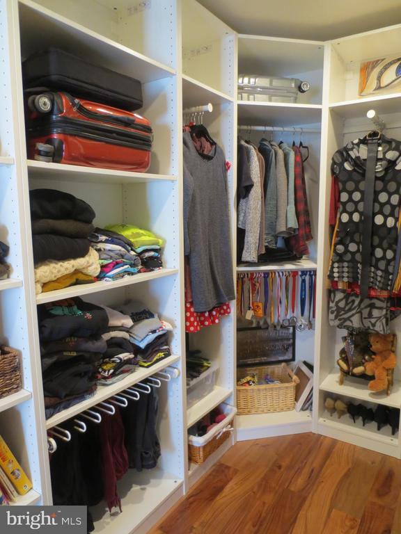 Master walk-in closet - 10623 LEGACY LN, FAIRFAX