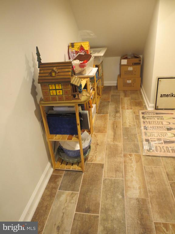Under stairs finished storage room - 10623 LEGACY LN, FAIRFAX