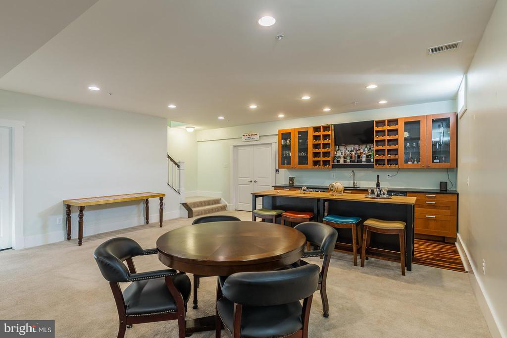 Wet bar and rec room - 17013 SILVER ARROW DR, DUMFRIES