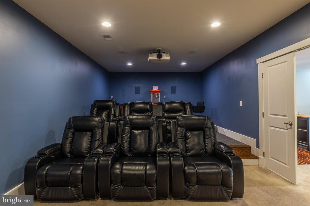Theater room furniture conveys - 17013 SILVER ARROW DR, DUMFRIES