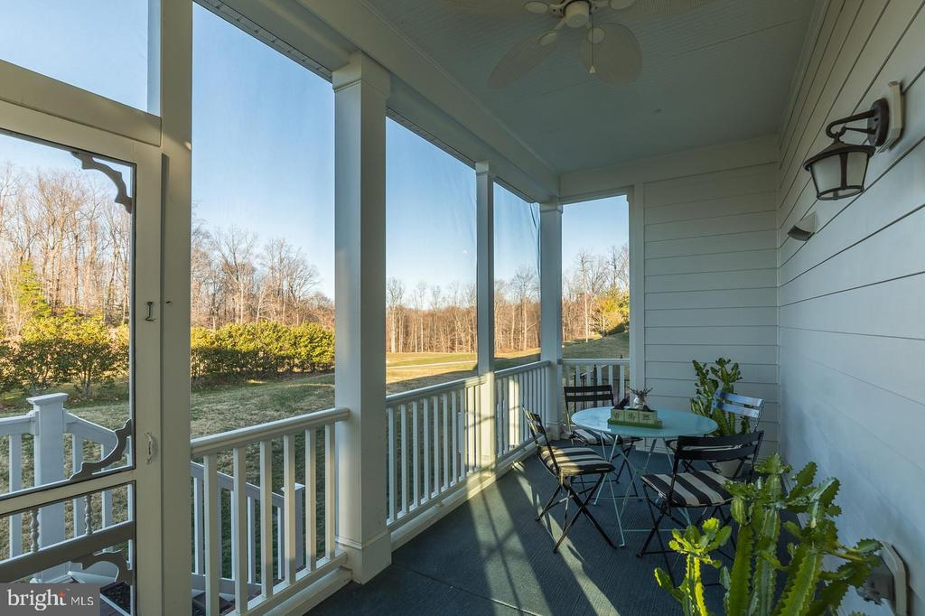 Sit and relax while overlooking the 15th hole! - 17013 SILVER ARROW DR, DUMFRIES