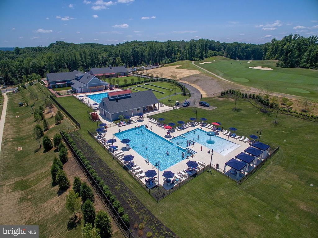 Community pool - 17013 SILVER ARROW DR, DUMFRIES