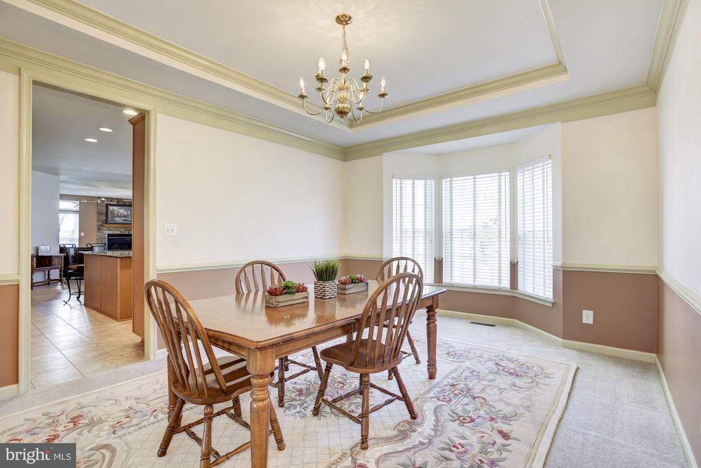 Dining Room has bay window - 25558 MINDFUL CT, ALDIE