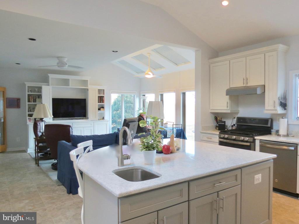 Kitchen/Family 4 comfortable informal entertaining - 335 FODDERSTACK RD, WASHINGTON