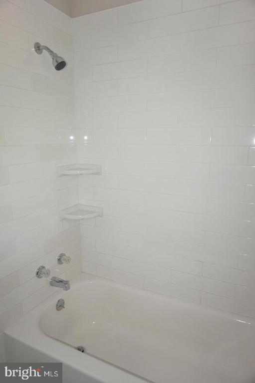 Master bathroom - 4756 POMPONIO PL, ANNANDALE