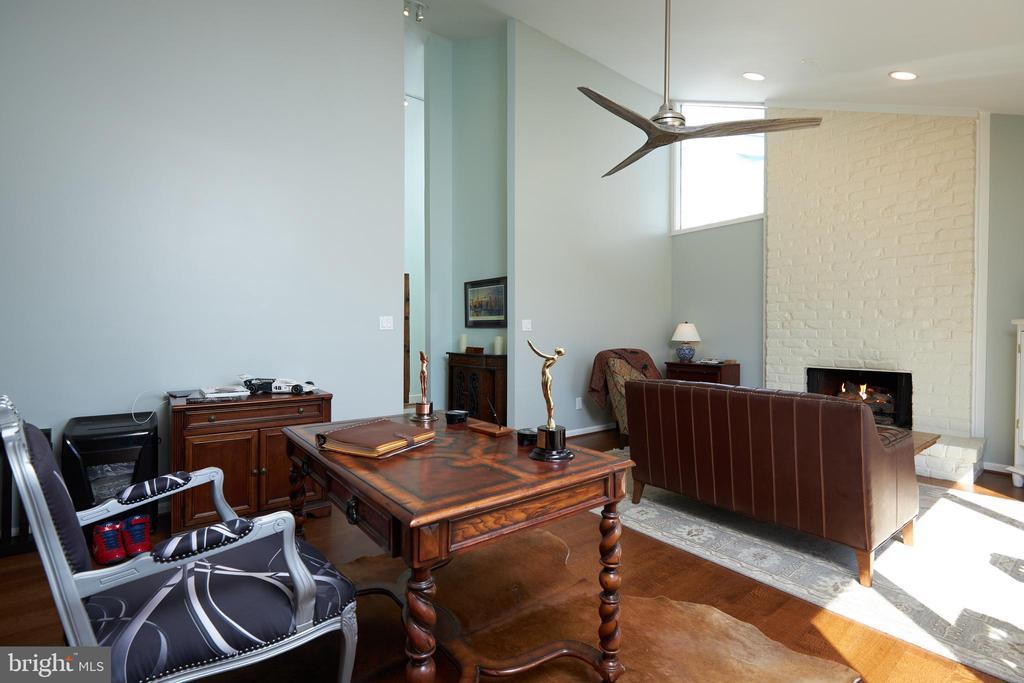 Study/Office - 238 RIVERSIDE RD, EDGEWATER