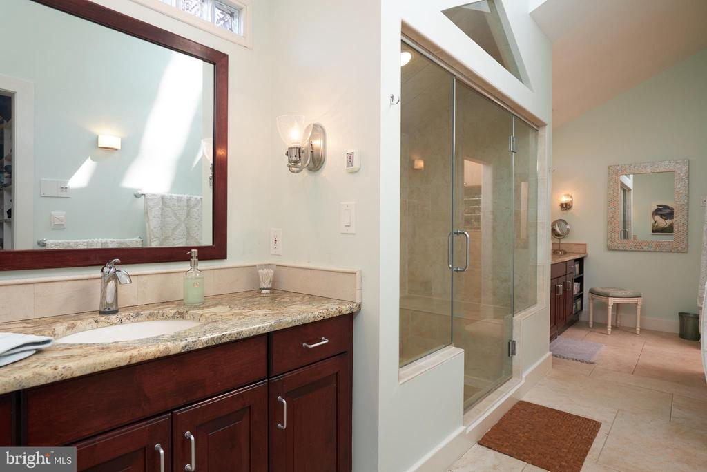 MBA with Steam Shower & Tub - 238 RIVERSIDE RD, EDGEWATER