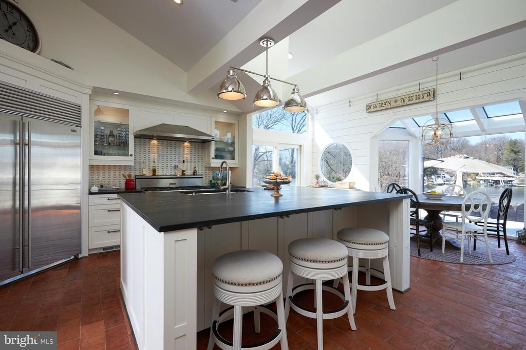 Kitchen Island with lots of cabinet space - 238 RIVERSIDE RD, EDGEWATER