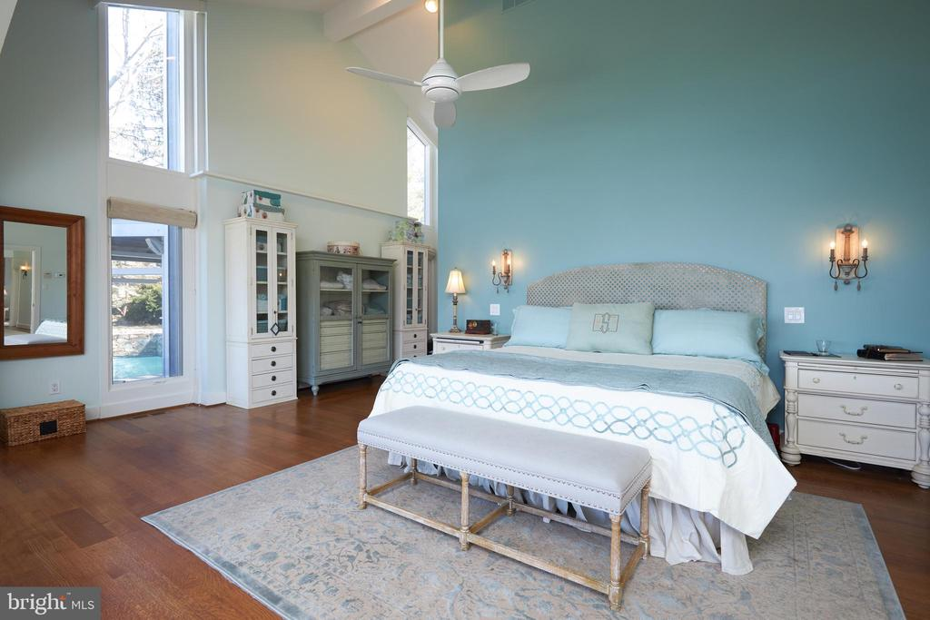 MBR with superb Walk-in/around closets - 238 RIVERSIDE RD, EDGEWATER