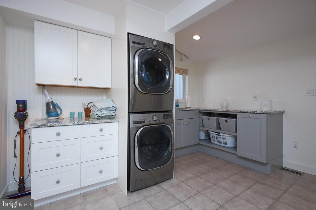 Newly refurbished Laundry Room-Beautiful - 238 RIVERSIDE RD, EDGEWATER