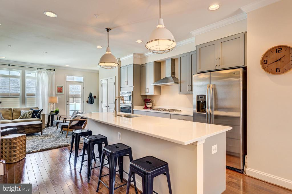 Oversized island with quartz counters - 1148 HOLDEN RD, FREDERICK