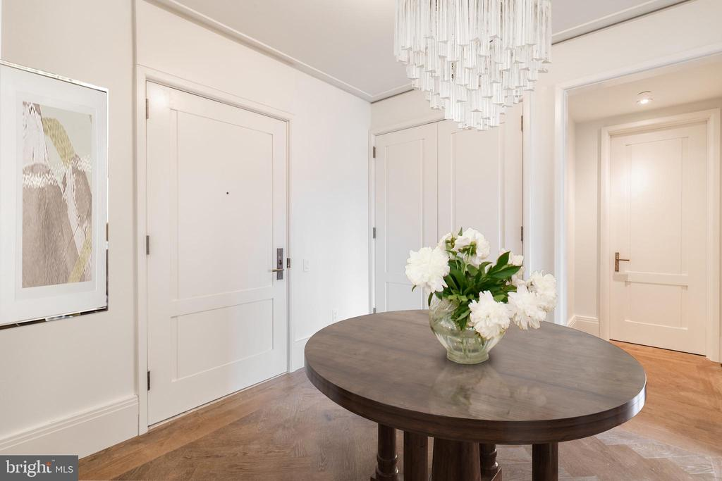 Inviting Entry with Powder Room - 2660 CONNECTICUT AVE NW #5E, WASHINGTON