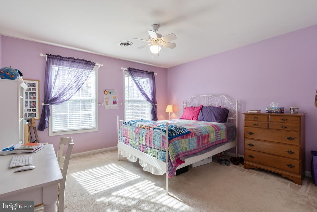 Large 2nd bedroom with queen size bed - 260 SPOTTED TAVERN RD, FREDERICKSBURG