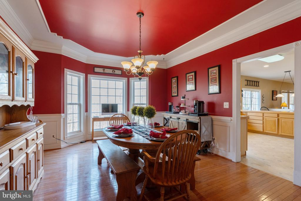 Dining room perfect for entertaining - 260 SPOTTED TAVERN RD, FREDERICKSBURG