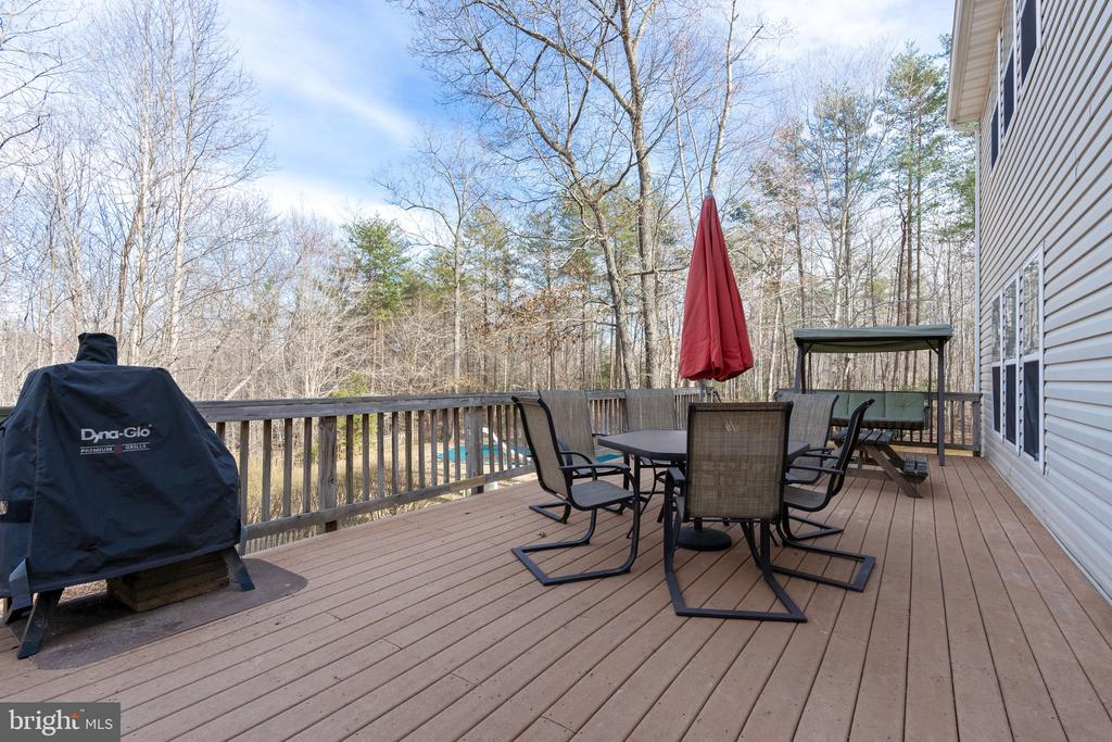 Trek deck overlooking 3 private acres - 260 SPOTTED TAVERN RD, FREDERICKSBURG