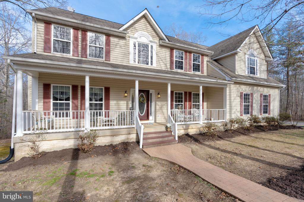 LOVELY Colonial on 3+ acres - 260 SPOTTED TAVERN RD, FREDERICKSBURG