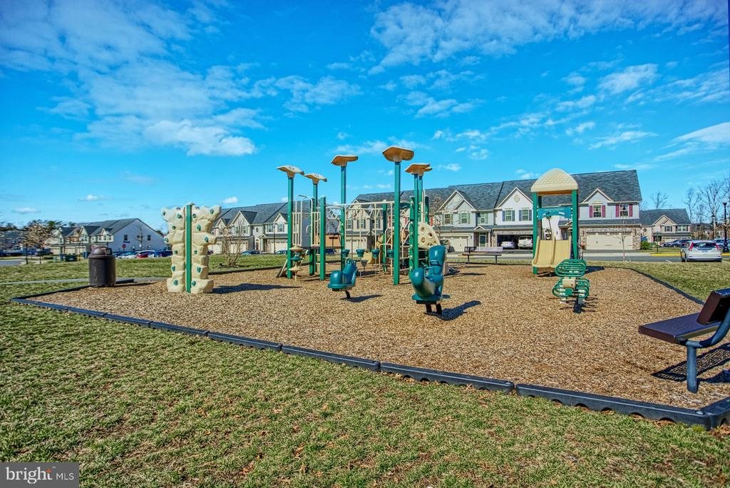 Community Playground - 25056 MCCULLEY TER, ALDIE