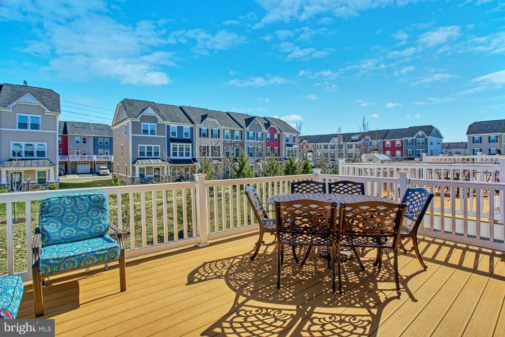 Enjoy Long Evenings on Your Deck - 25056 MCCULLEY TER, ALDIE