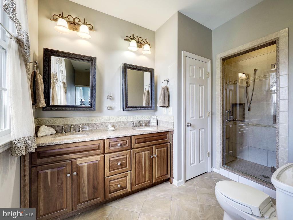 Upper Level Ensuite Master Bathroom - 7800 PERSIMMON TREE LN, BETHESDA