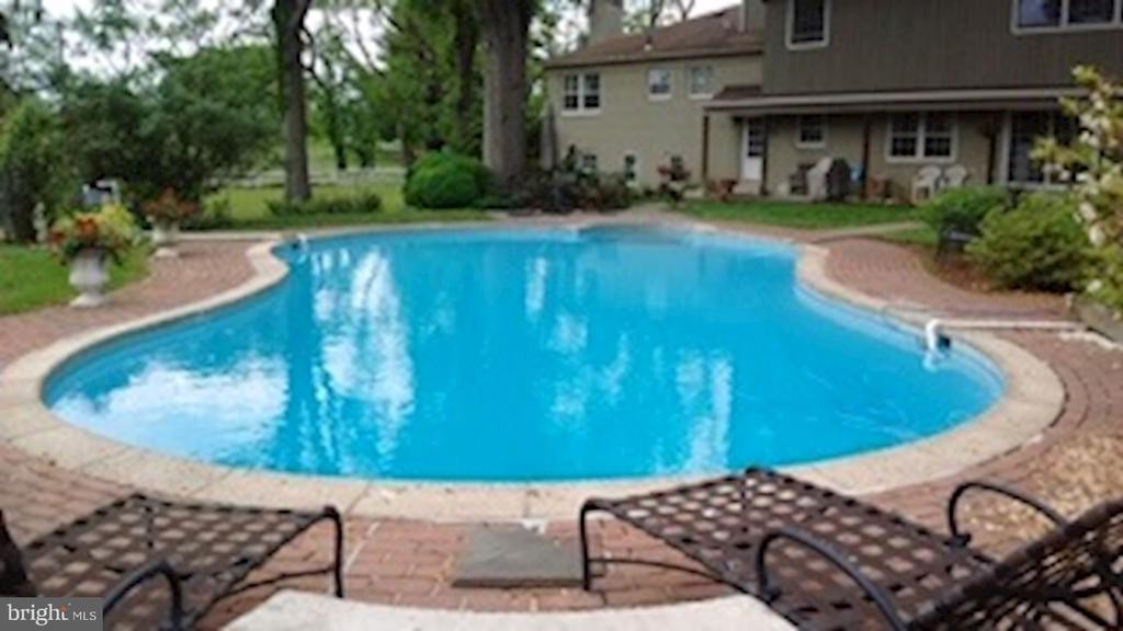 Inground Pool - 7800 PERSIMMON TREE LN, BETHESDA