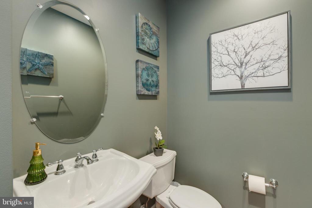 Half bath on main level - 41528 WARE CT, ALDIE