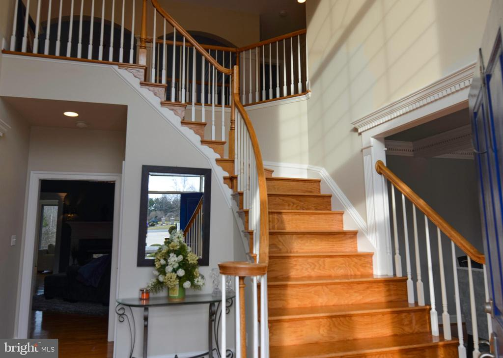 Curved Staircase - 5707 TIPPERARY TRL, FREDERICKSBURG