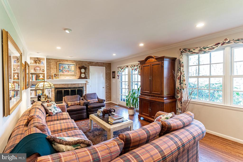 The Family Room with a built in Gas Fireplace. - 11905 VIEWCREST TER, SILVER SPRING