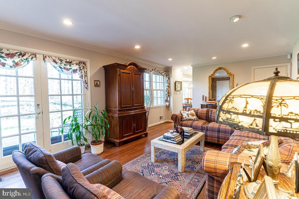 Steps away from the patio. - 11905 VIEWCREST TER, SILVER SPRING