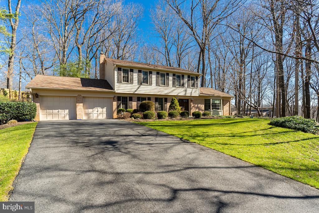 Paved driveway leading to the 2 car garage. - 11905 VIEWCREST TER, SILVER SPRING
