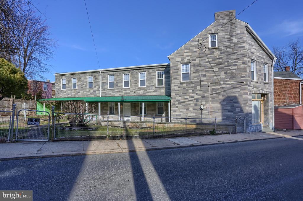 215 W STRAWBERRY ST, Lancaster PA 17603