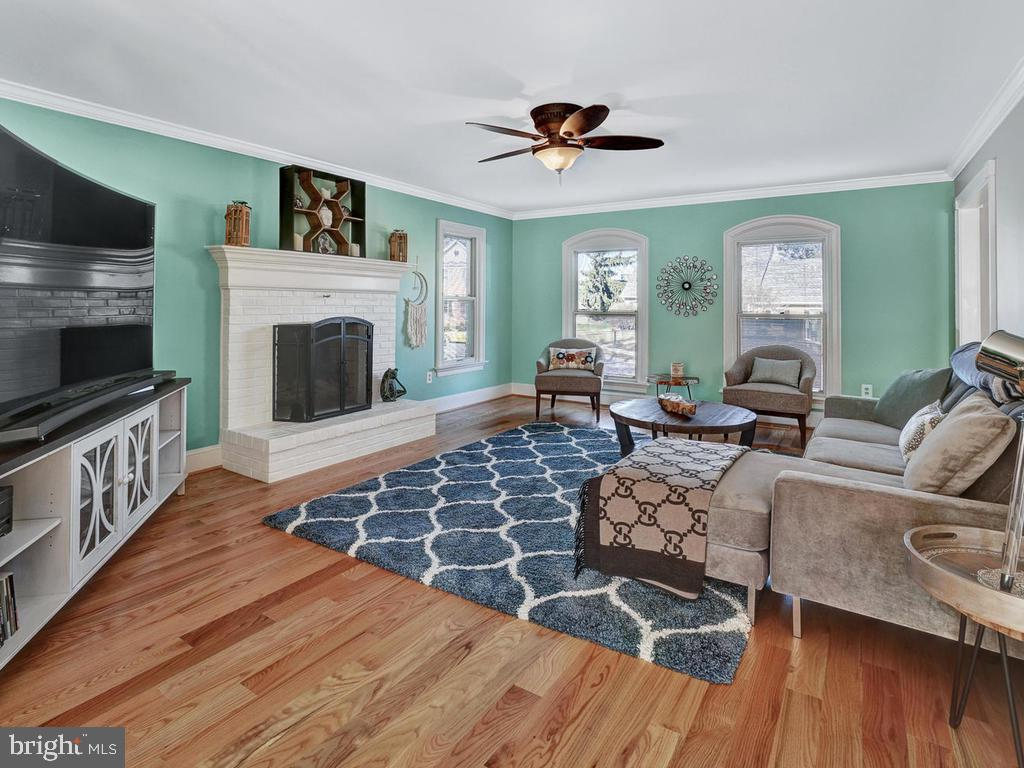 Enjoy the wood burning fire place on cold nights - 1012 MERCER PL, FREDERICK