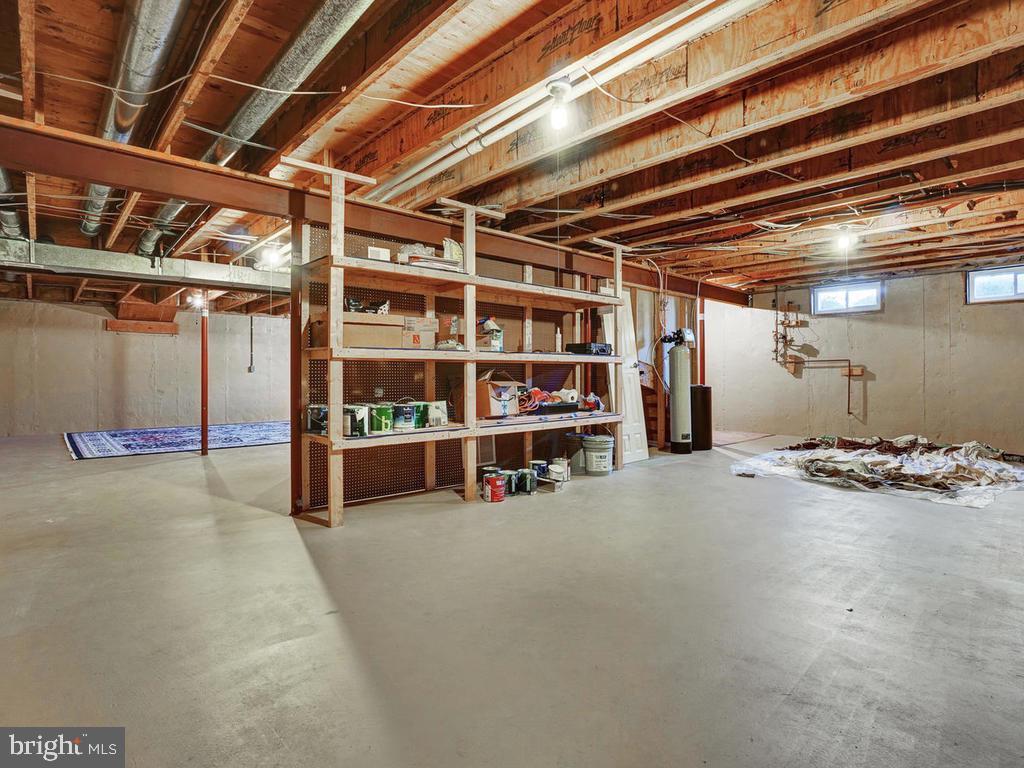 Large basement with shelves - 1012 MERCER PL, FREDERICK