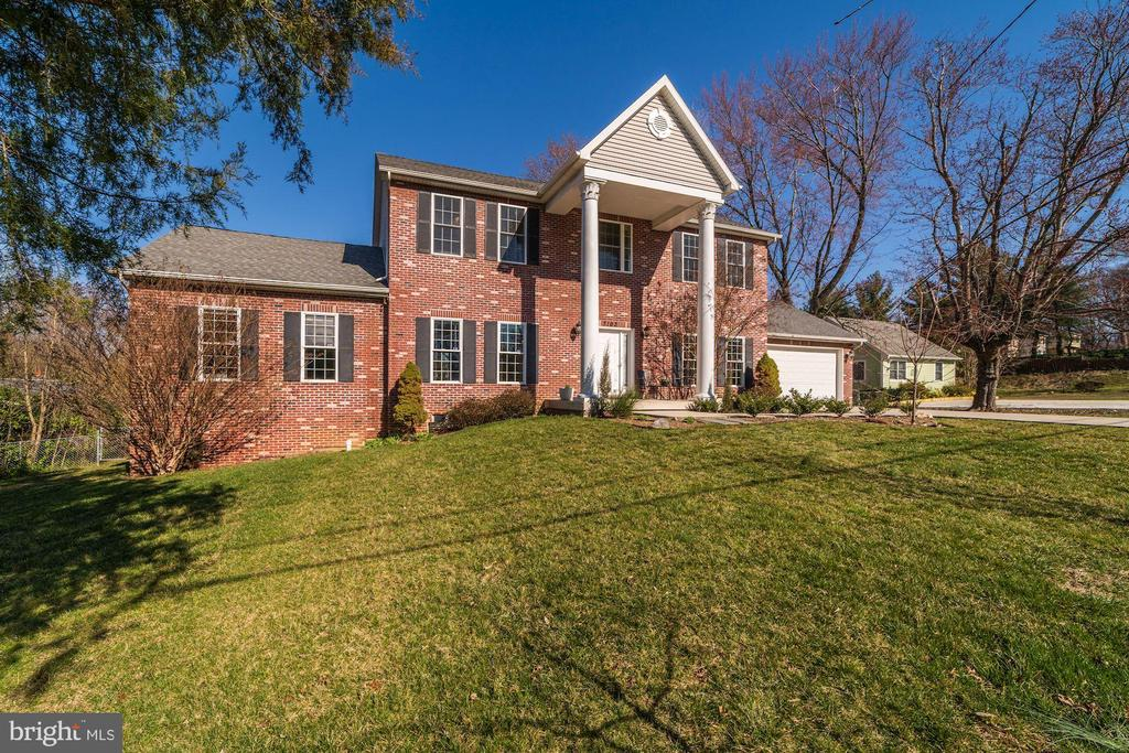 .5 acre 2.5 miles from Beltway - 7102 BYRNELEY LN, ANNANDALE