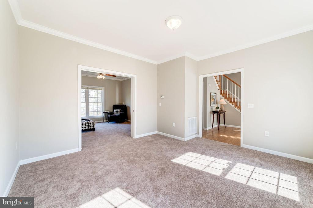 Living room...so much space! - 7102 BYRNELEY LN, ANNANDALE