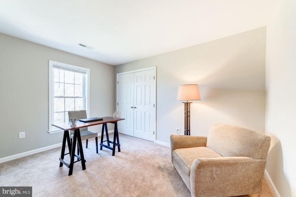 4th bedroom is a perfect office - 7102 BYRNELEY LN, ANNANDALE