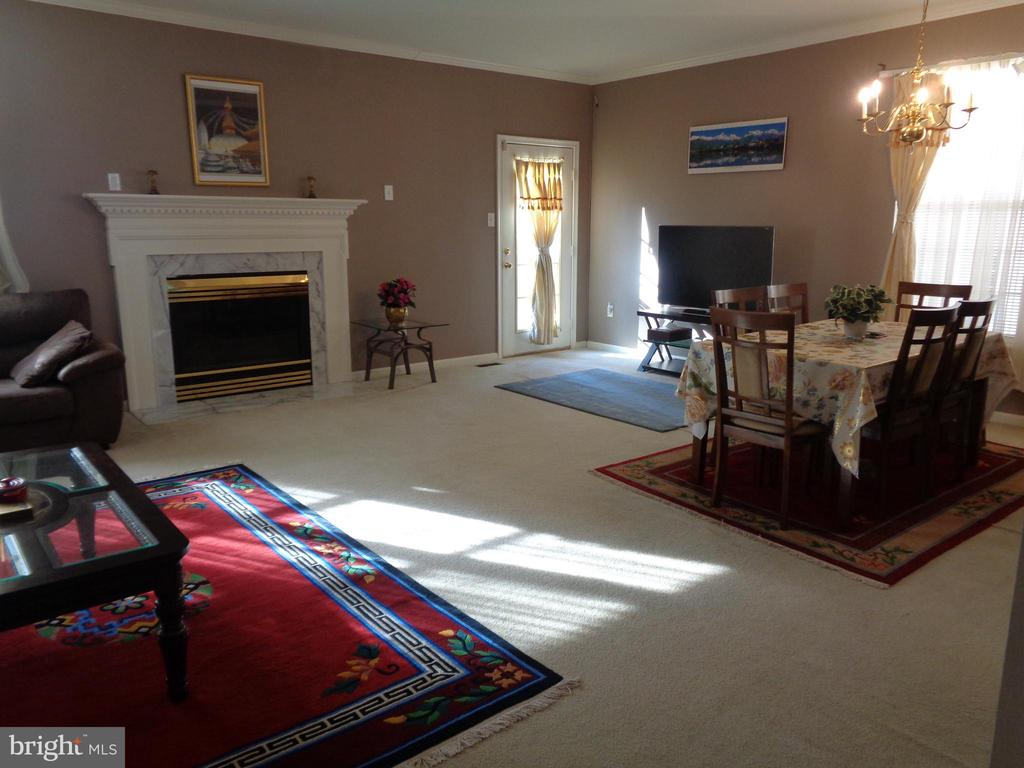 Spacious Living Room / Dining Rm Combination - 12509 HAWKS NEST LN, GERMANTOWN