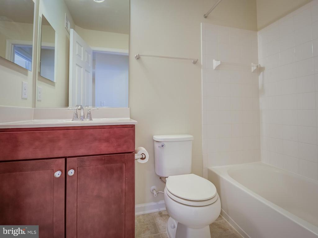 Hall Bath - 43370 TOWN GATE SQ, CHANTILLY