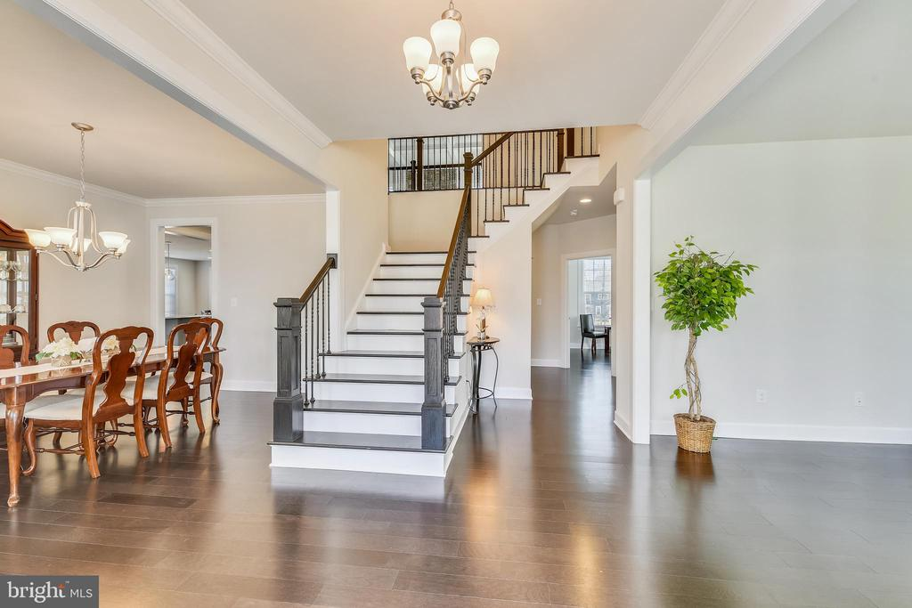 Entry Foyer - 41178 CHATHAM GREEN CIR, ALDIE