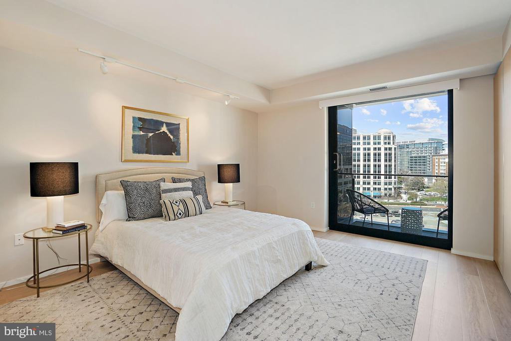master bedroom - one of the largest MB floorplan - 920 I ST NW #811, WASHINGTON