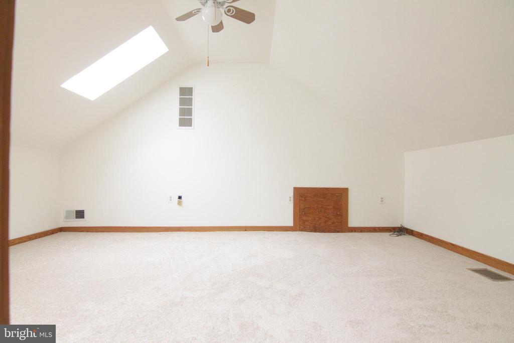Bedroom 2 upper level - 35820 CHARLES TOWN PIKE, HILLSBORO