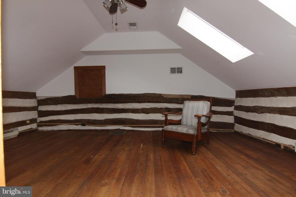 original cabin bedroom  1 on upper level - 35820 CHARLES TOWN PIKE, HILLSBORO