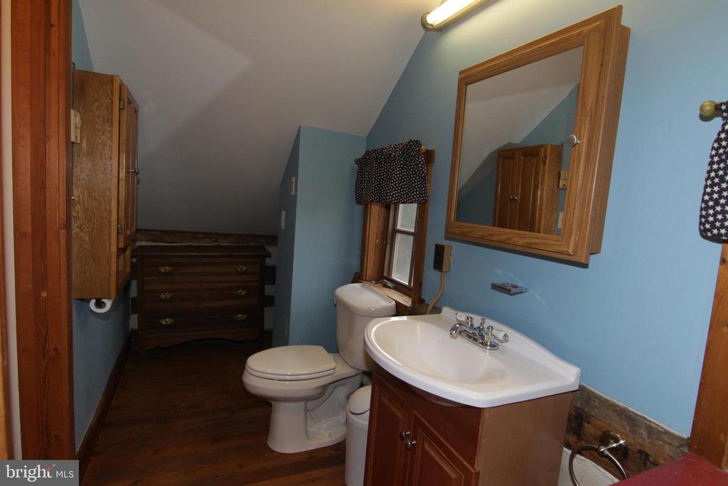 half bath on upper level - 35820 CHARLES TOWN PIKE, HILLSBORO